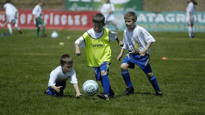 Millones de Euros por dar pataditas a un balón, el fútbol